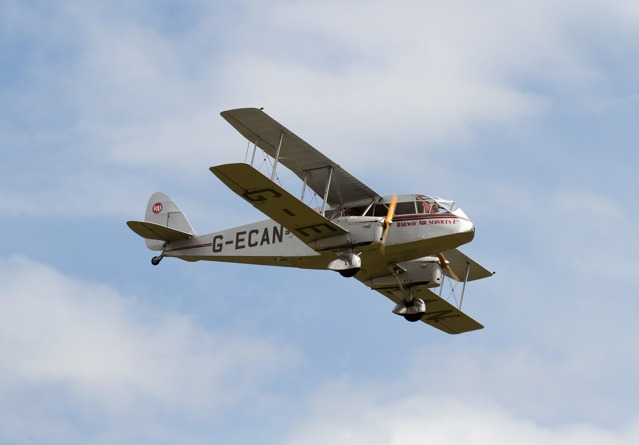 Foto: Tony Hisgett - De Havilland DH. 84 Dragon Rapide