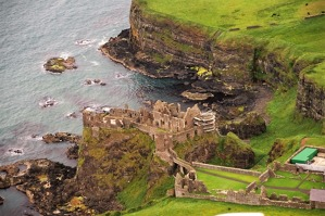 Hrad Dunluce Castle u Runkerry Point.