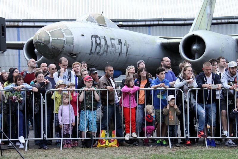 fa184c24e Akce v Leteckém muzeu Kbely vždy přilákají tisíce návštěvníků. Zdroj:  Vojenský historický ústav ...