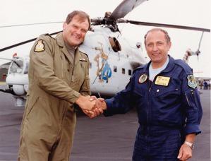 Fairford 29.7.1994 Blahopřání po úspěšné letové ukázce. Foto: Archiv J. Macury